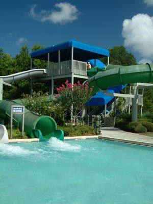 Image of the large water slide at Splash Island Waterpark